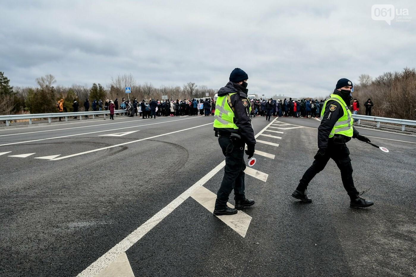 Жители Вольнянска перекрыли трассу и ждут губернатора, - ФОТО, ВИДЕО , фото-8
