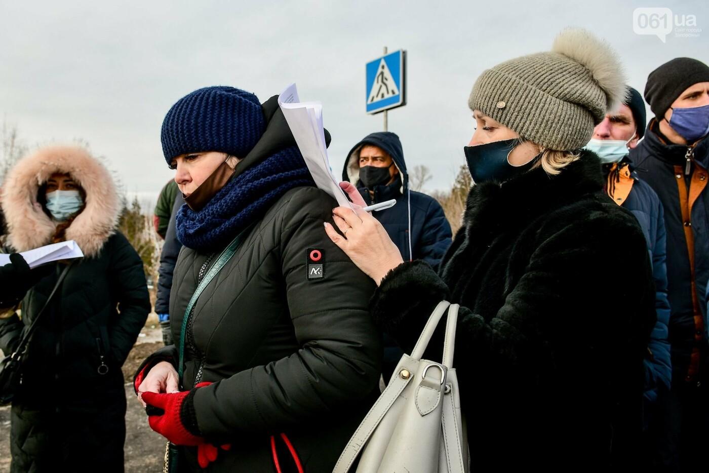 Жители Вольнянска перекрыли трассу и ждут губернатора, - ФОТО, ВИДЕО , фото-7