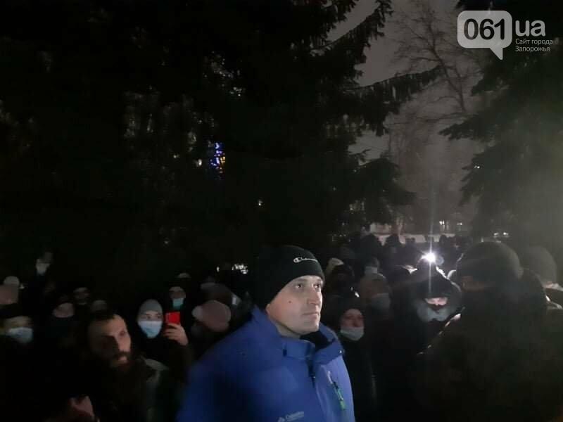 Жители Вольнянска, выступающие против строительства каолинового карьера, митингуют под райотделом , фото-6