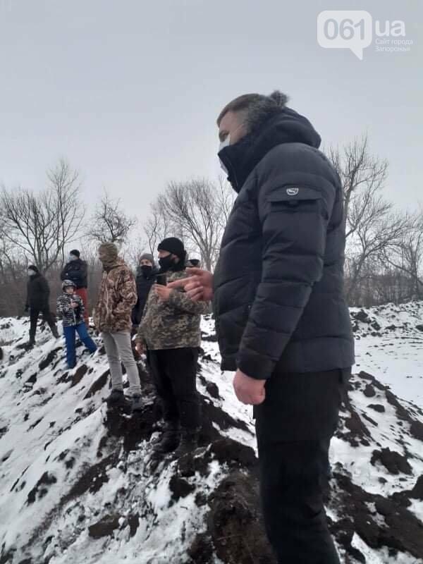 Жители Вольнянска, выступающие против строительства каолинового карьера, митингуют под райотделом , фото-5