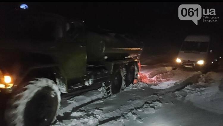 В Запорожской области из-за непогоды в кювет съехали авто с пассажирами: спасатели вытащили 3 взрослых и ребенка, фото-1