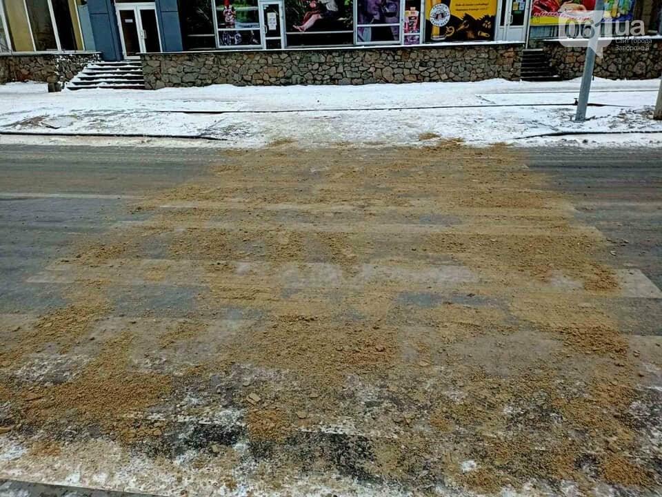 В Энергодаре коммунальщики не смогли вовремя обработать скользкие дороги - грузовик с реагентом попал в ДТП, фото-3