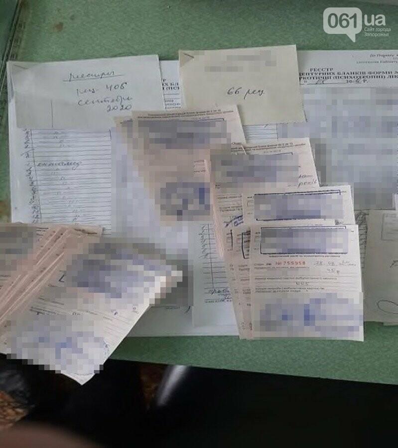 В Запорожье два врача без показаний выдавали рецепты на покупку наркотических препаратов, фото-5