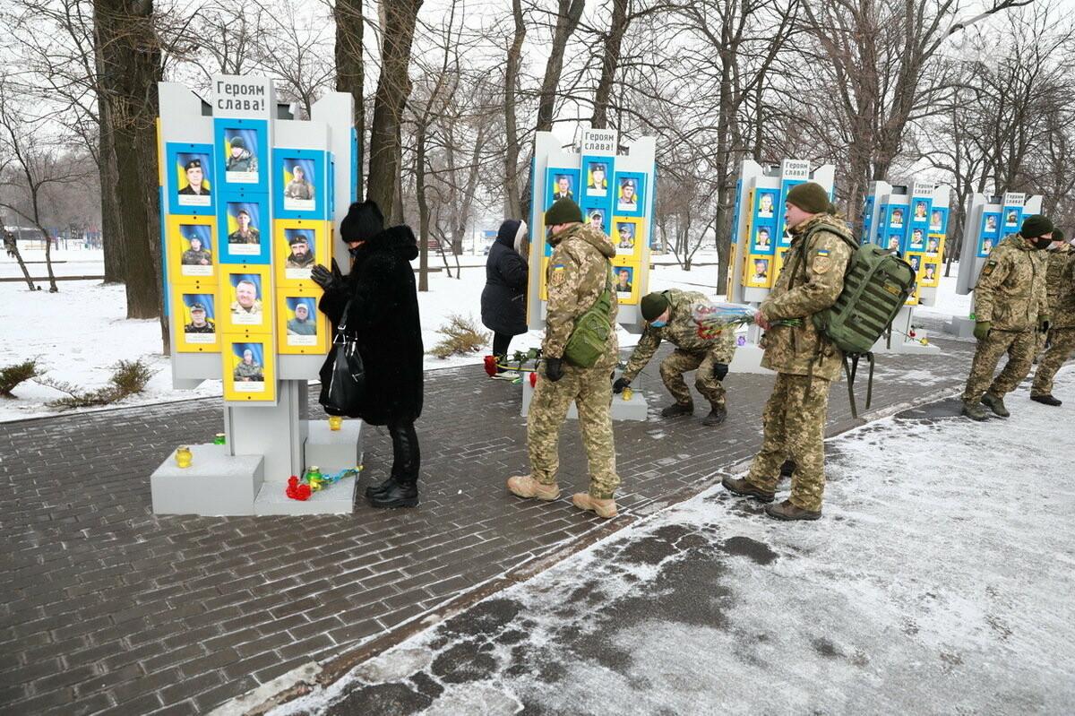 В Запорожье почтили память погибших в боях под Дебальцево, - ФОТО , фото-7