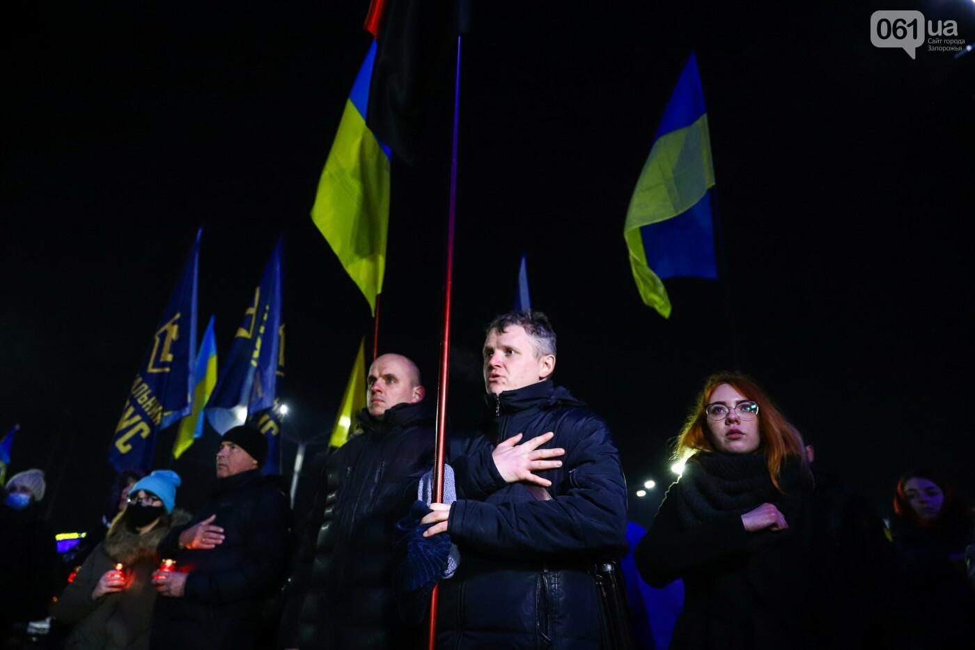 З прапорами та лампадками: у Запоріжжі вшанували Героїв Небесної Сотні, - ФОТОРЕПОРТАЖ , фото-11