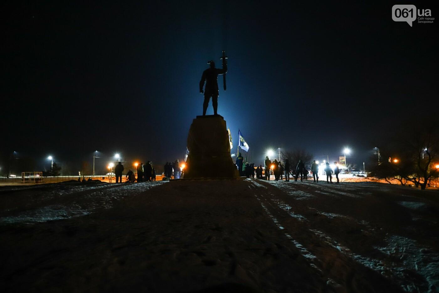 Бои за Широкино: в Запорожье зажгли факела в память о погибших бойцах, - ФОТОРЕПОРТАЖ , фото-1