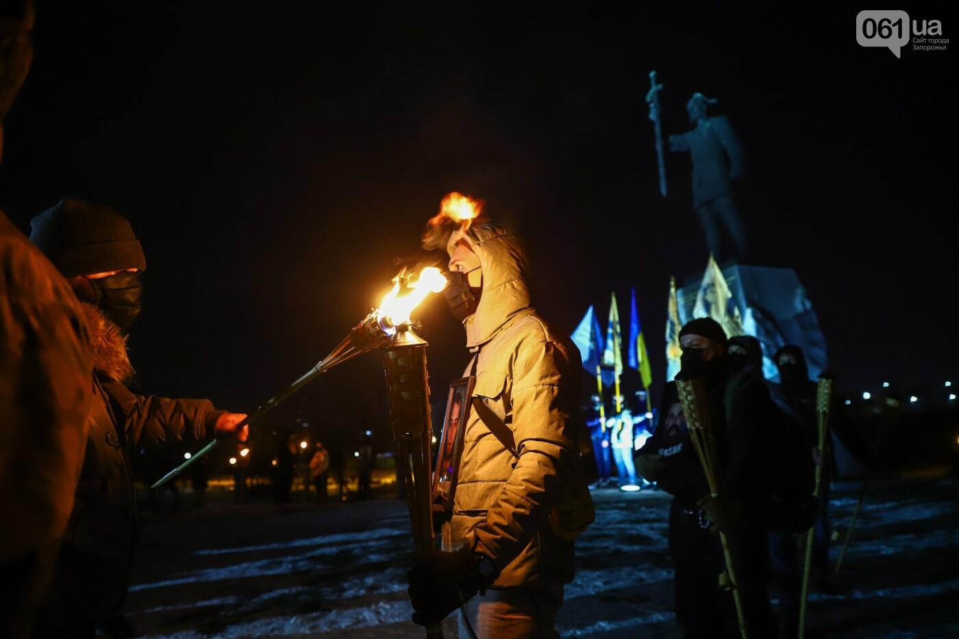 Бои за Широкино: в Запорожье зажгли факела в память о погибших бойцах, - ФОТОРЕПОРТАЖ , фото-9