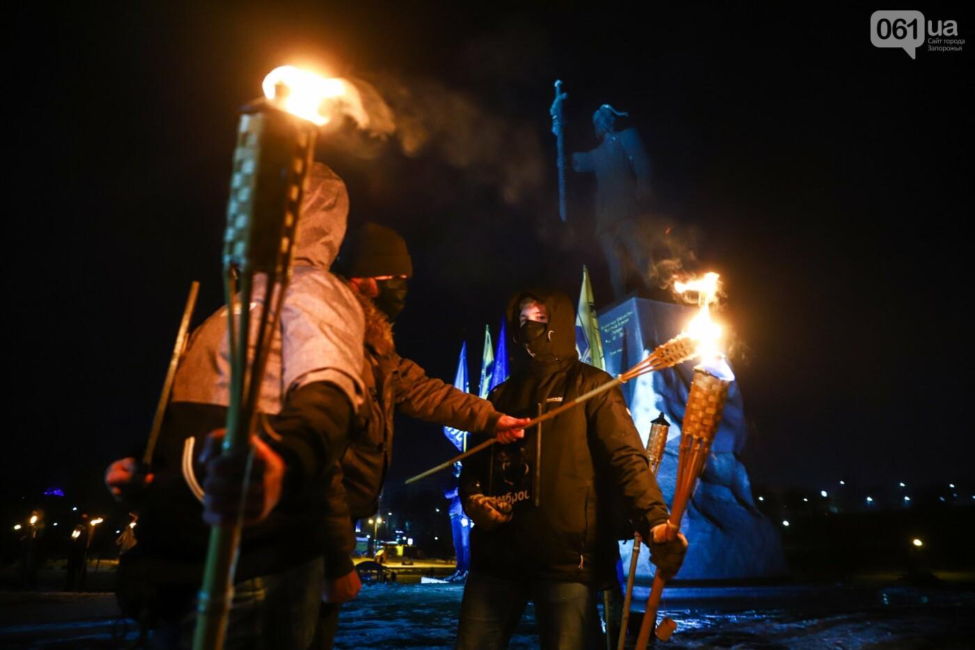 Бои за Широкино: в Запорожье зажгли факела в память о погибших бойцах, - ФОТОРЕПОРТАЖ , фото-11