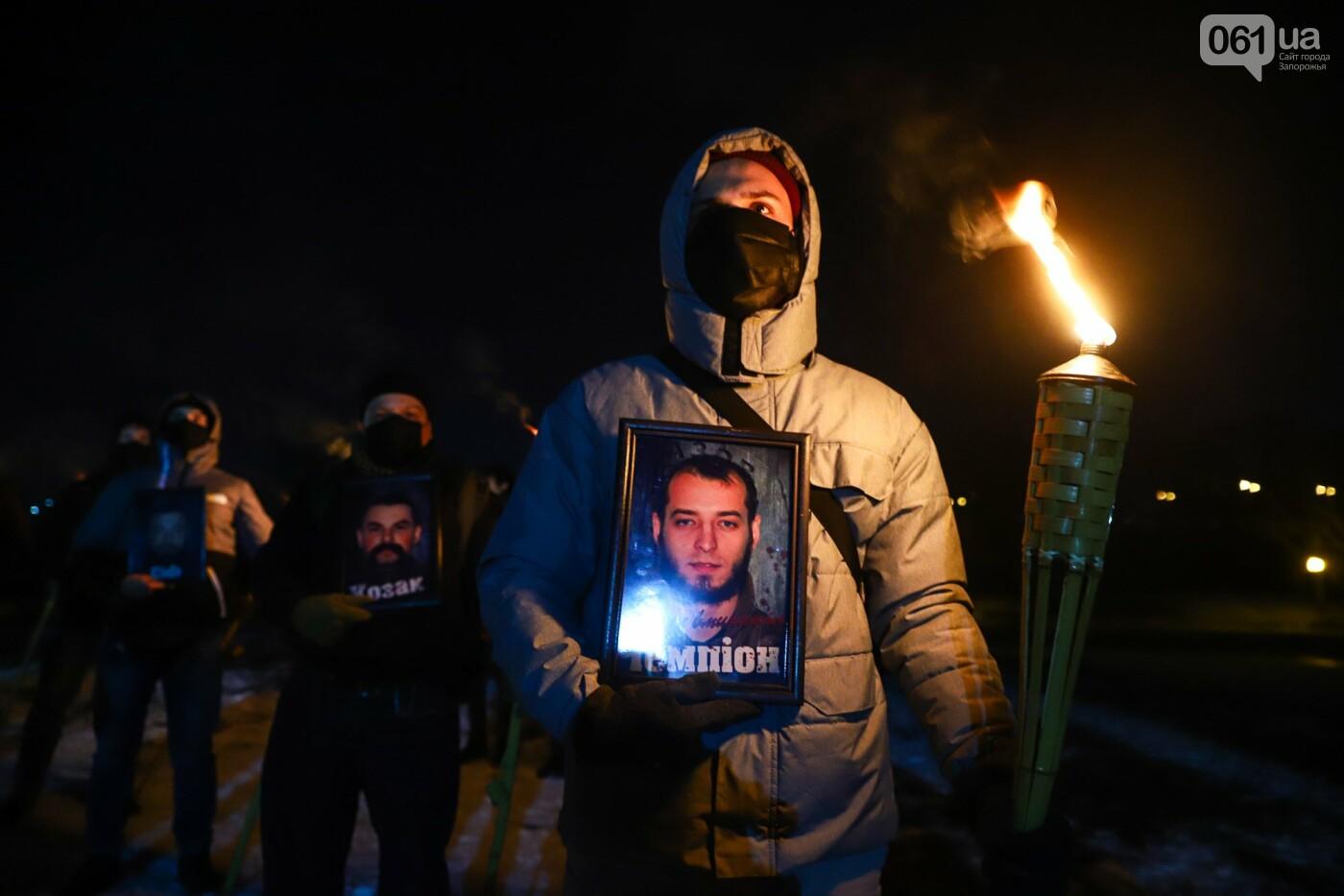 Бои за Широкино: в Запорожье зажгли факела в память о погибших бойцах, - ФОТОРЕПОРТАЖ , фото-12