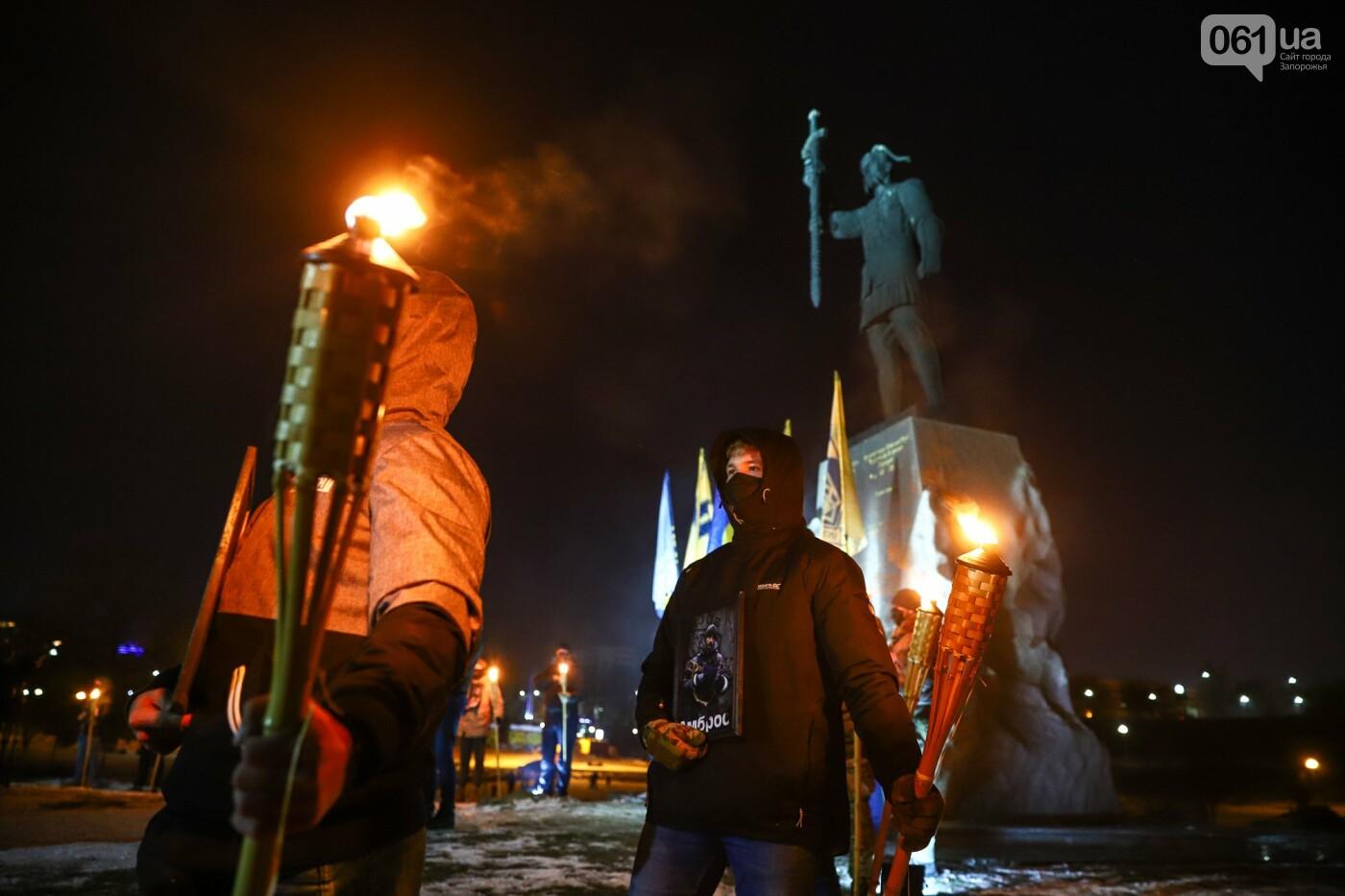 Бои за Широкино: в Запорожье зажгли факела в память о погибших бойцах, - ФОТОРЕПОРТАЖ , фото-13