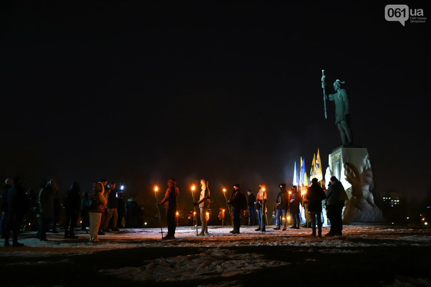 Бои за Широкино: в Запорожье зажгли факела в память о погибших бойцах, - ФОТОРЕПОРТАЖ , фото-17