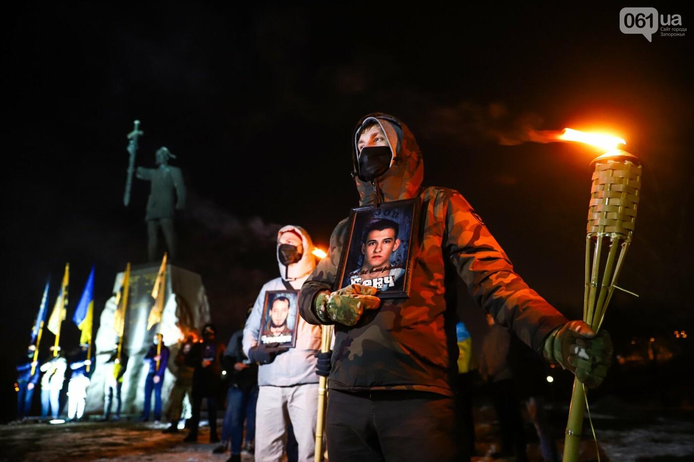 Бои за Широкино: в Запорожье зажгли факела в память о погибших бойцах, - ФОТОРЕПОРТАЖ , фото-14