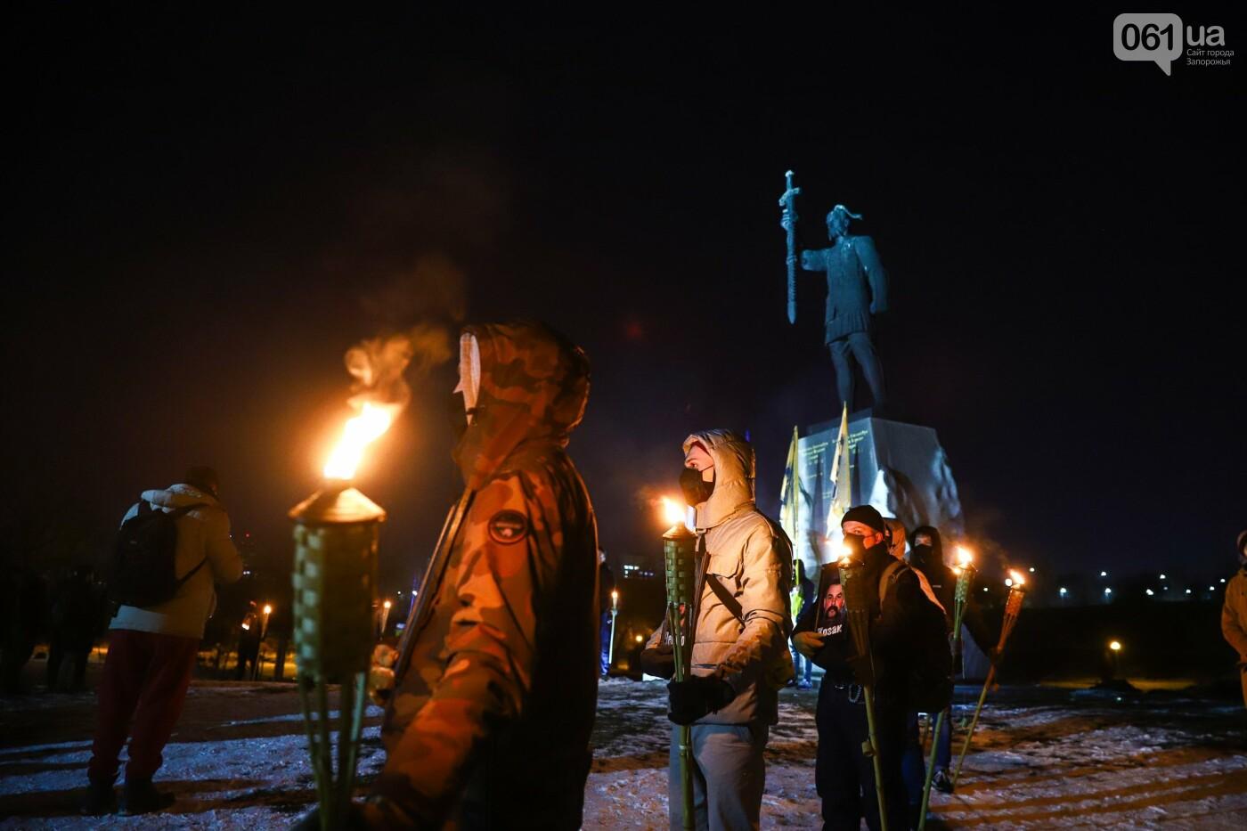 Бои за Широкино: в Запорожье зажгли факела в память о погибших бойцах, - ФОТОРЕПОРТАЖ , фото-15