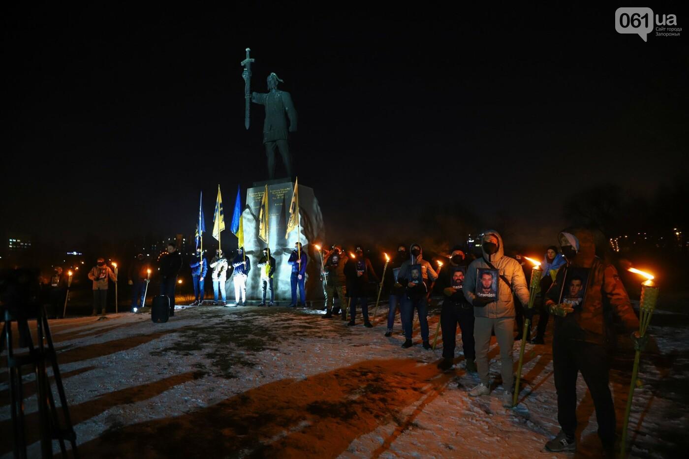 Бои за Широкино: в Запорожье зажгли факела в память о погибших бойцах, - ФОТОРЕПОРТАЖ , фото-16
