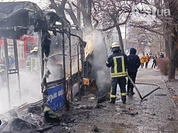 В Запорожье на остановке сгорел торговый киоск, - ФОТОФАКТ , фото-3