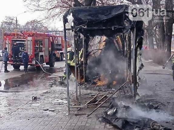 В Запорожье на остановке сгорел торговый киоск, - ФОТОФАКТ , фото-1