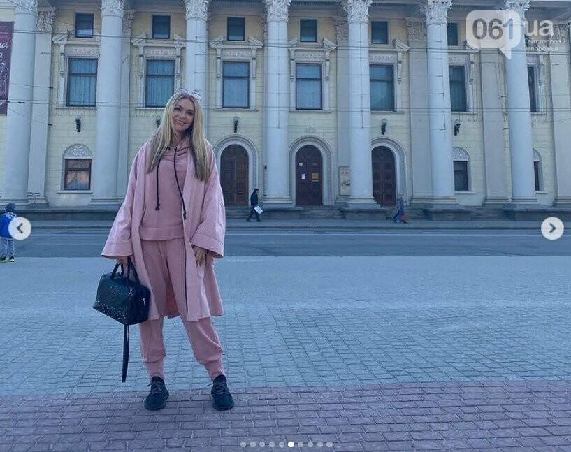 В Запорожье актриса Ольга Сумская сделала селфи на фоне родной школы, - ФОТО, фото-4