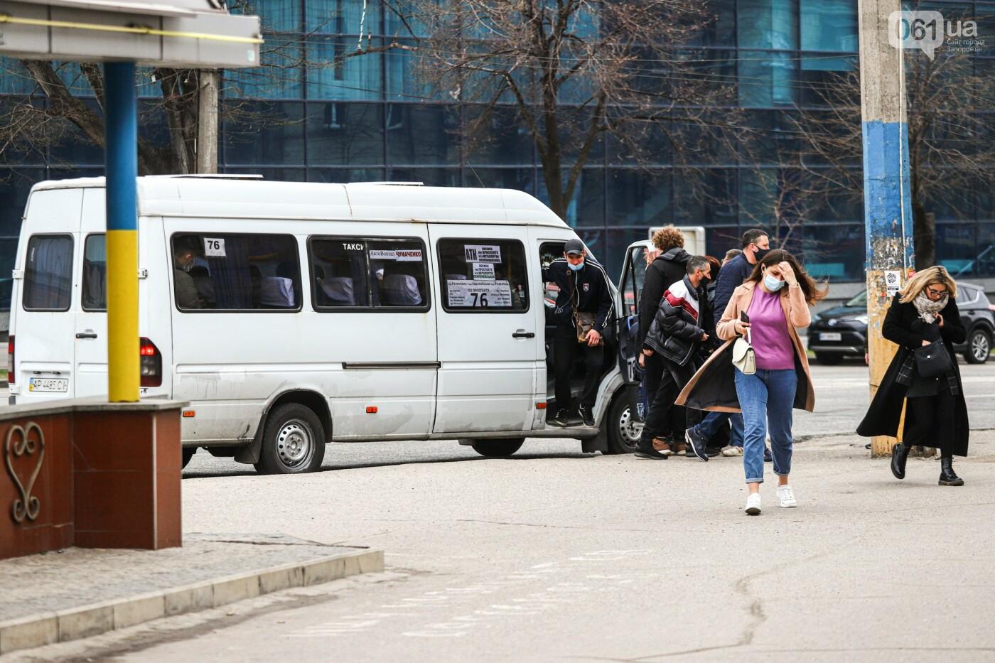 В Запорожье водители маршруток и автобусов игнорируют транспортные ограничения и продолжают возить пассажиров, - ФОТО , фото-13