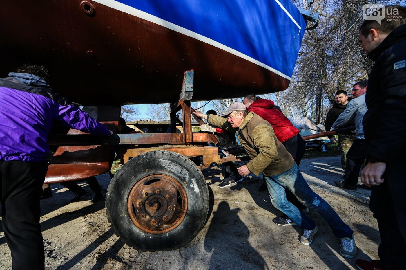 «Семь футов под килем!»: как в запорожском яхт-клубе спускали судна на воду, - ФОТОРЕПОРТАЖ , фото-7