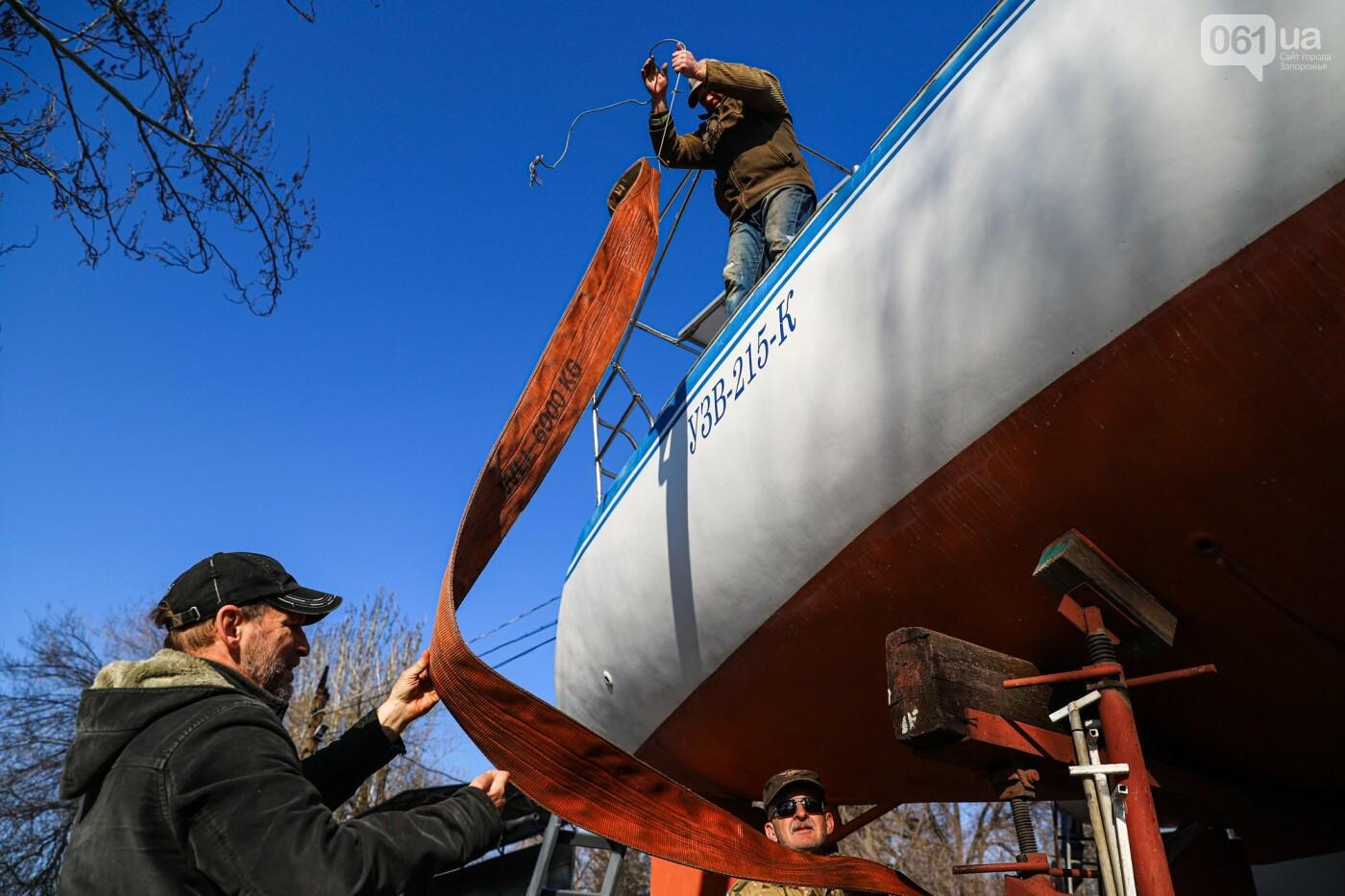 «Семь футов под килем!»: как в запорожском яхт-клубе спускали судна на воду, - ФОТОРЕПОРТАЖ , фото-14