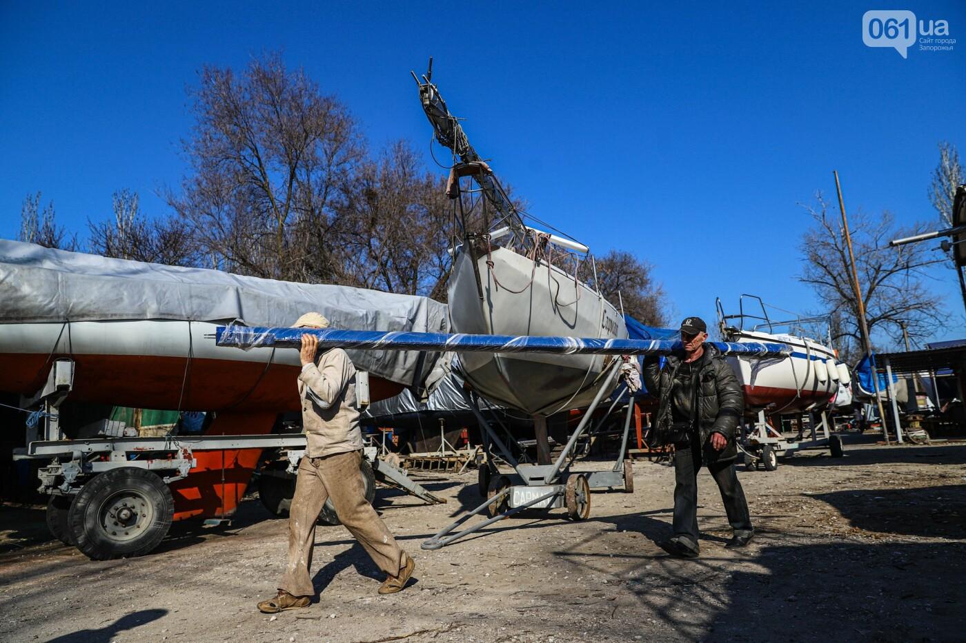 «Семь футов под килем!»: как в запорожском яхт-клубе спускали судна на воду, - ФОТОРЕПОРТАЖ , фото-1