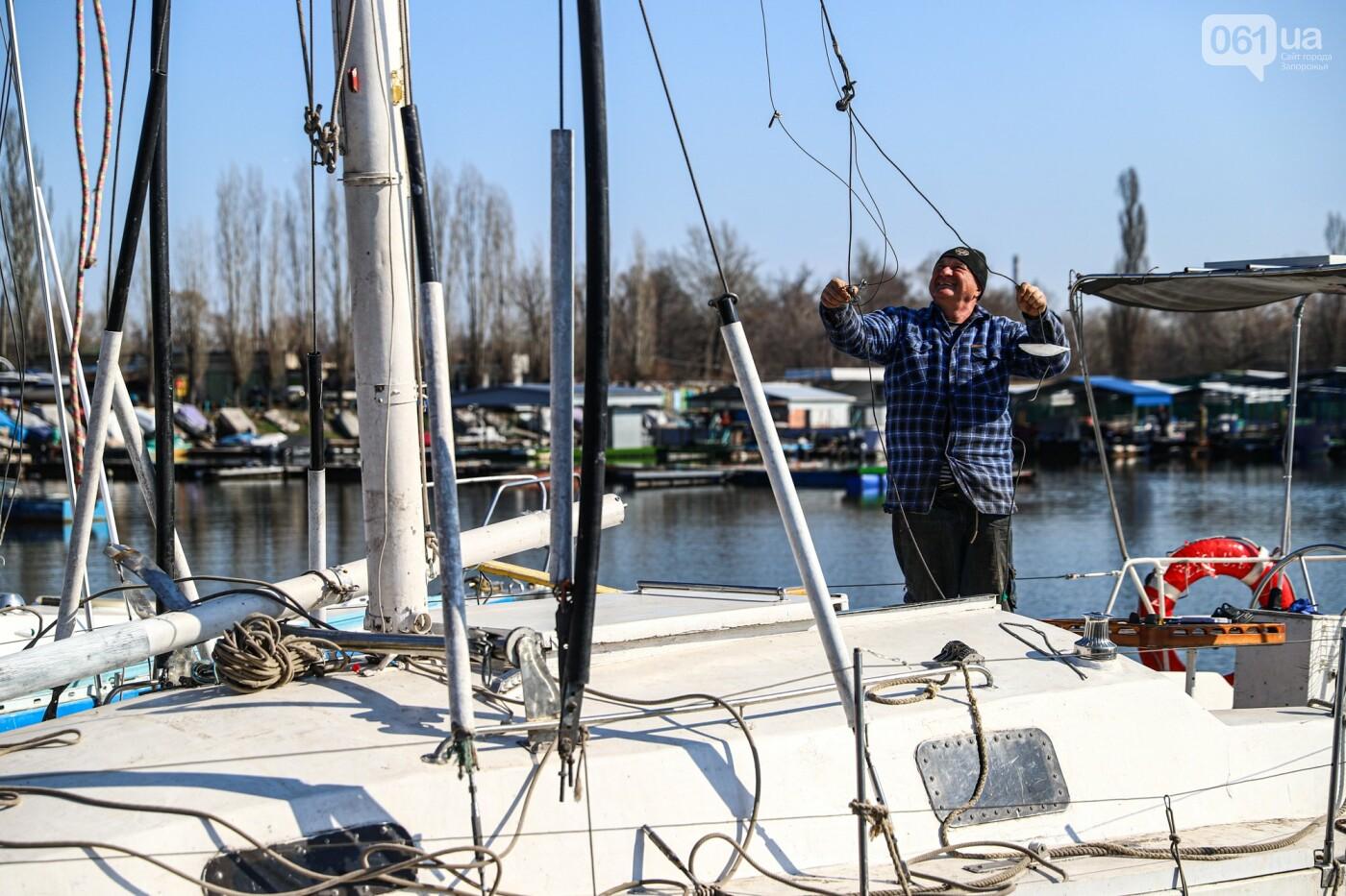 «Семь футов под килем!»: как в запорожском яхт-клубе спускали судна на воду, - ФОТОРЕПОРТАЖ , фото-24