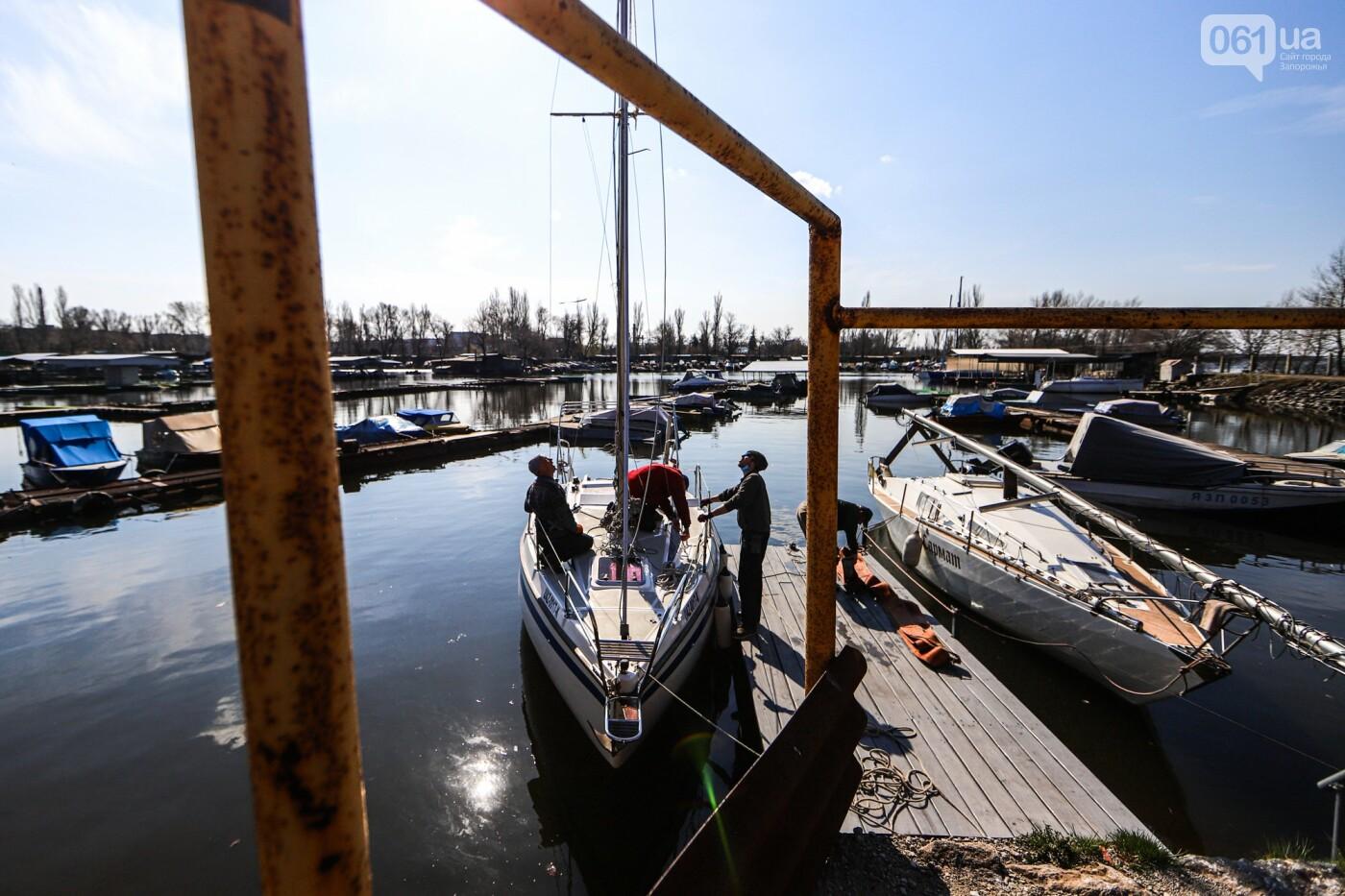 «Семь футов под килем!»: как в запорожском яхт-клубе спускали судна на воду, - ФОТОРЕПОРТАЖ , фото-36