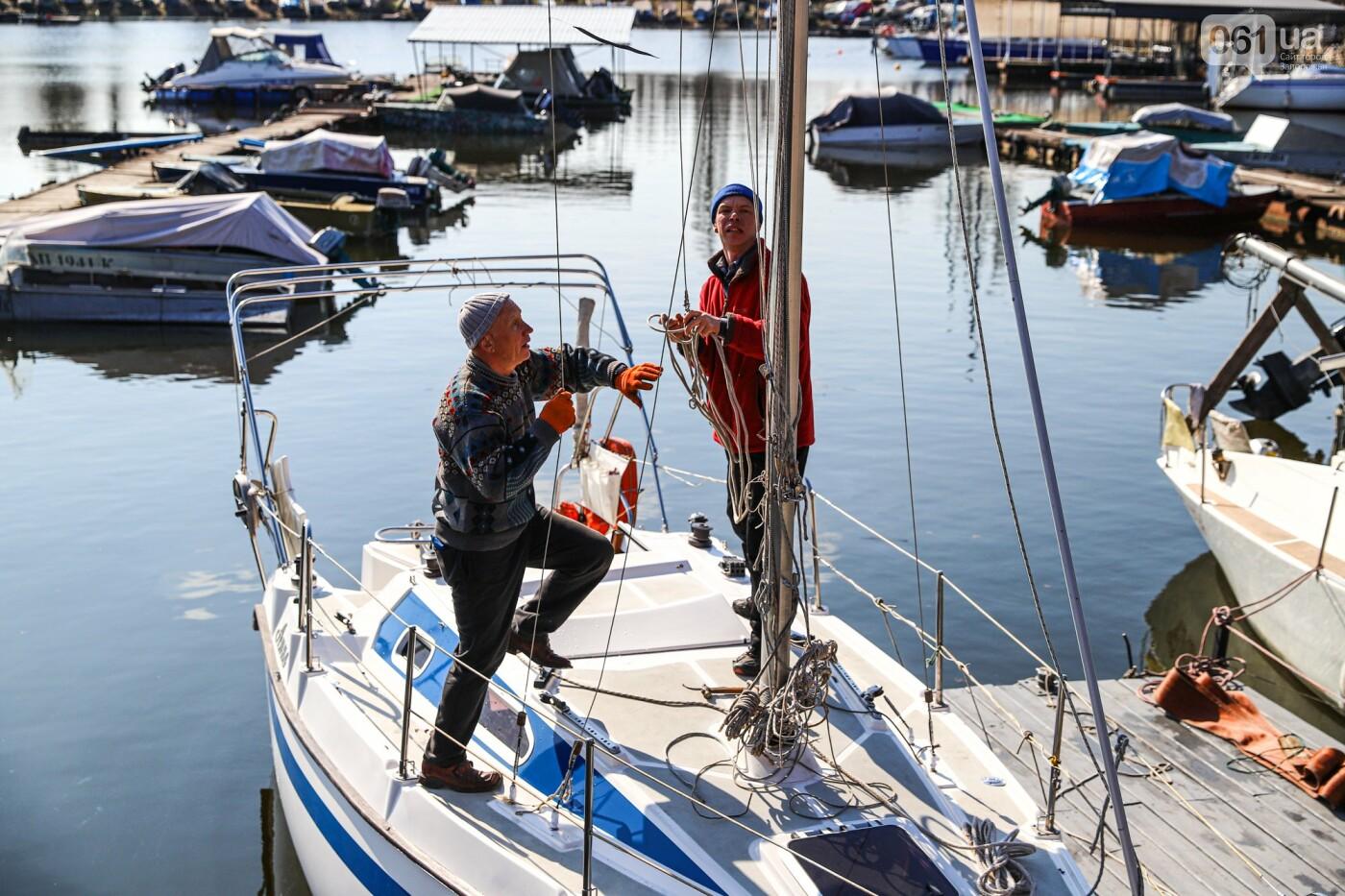 «Семь футов под килем!»: как в запорожском яхт-клубе спускали судна на воду, - ФОТОРЕПОРТАЖ , фото-37