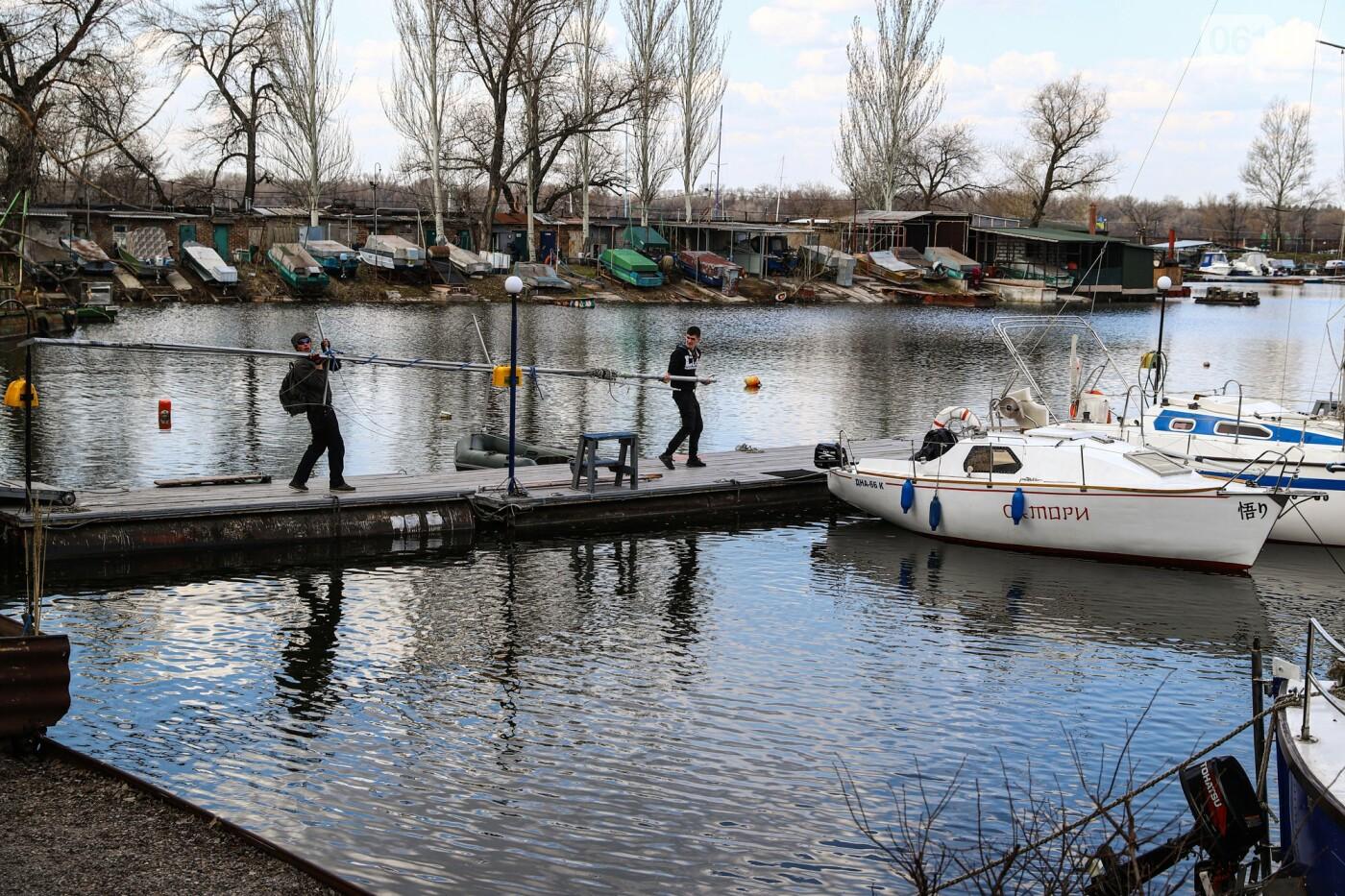 «Семь футов под килем!»: как в запорожском яхт-клубе спускали судна на воду, - ФОТОРЕПОРТАЖ , фото-51