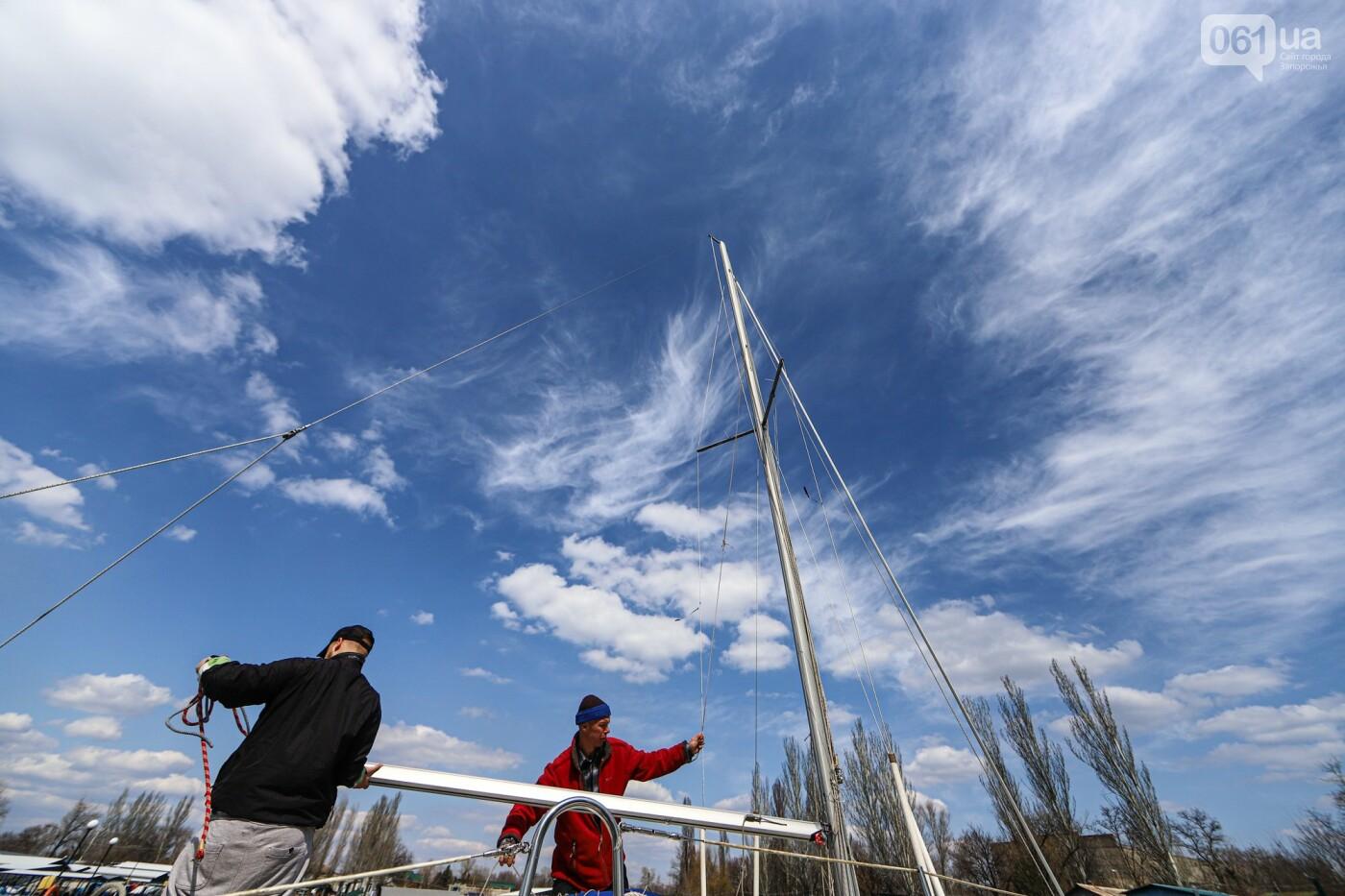 «Семь футов под килем!»: как в запорожском яхт-клубе спускали судна на воду, - ФОТОРЕПОРТАЖ , фото-53