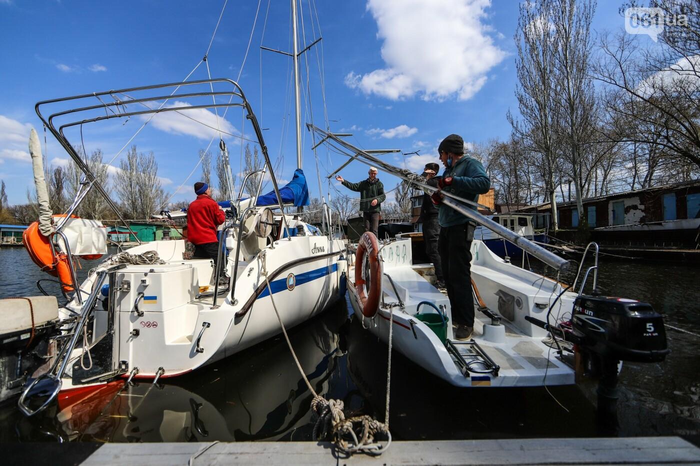 «Семь футов под килем!»: как в запорожском яхт-клубе спускали судна на воду, - ФОТОРЕПОРТАЖ , фото-61