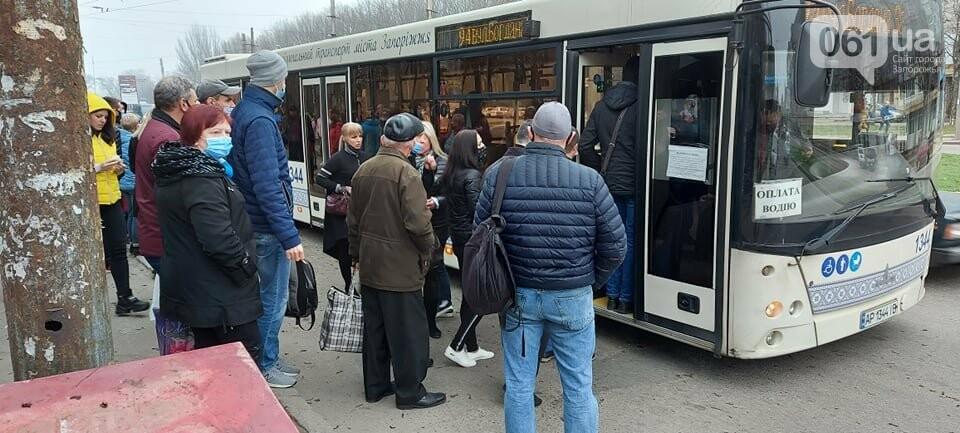 Огромные очереди и сотни людей на остановках: транспортный коллапс в Запорожье, фото-2