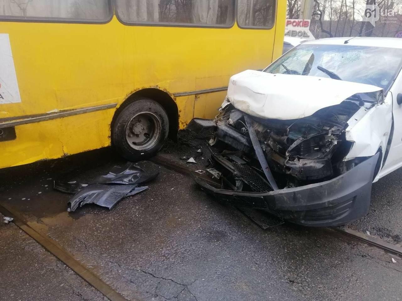 В Запорожье маршрутка врезалась в такси - пострадали четыре человека, - ФОТО , фото-2