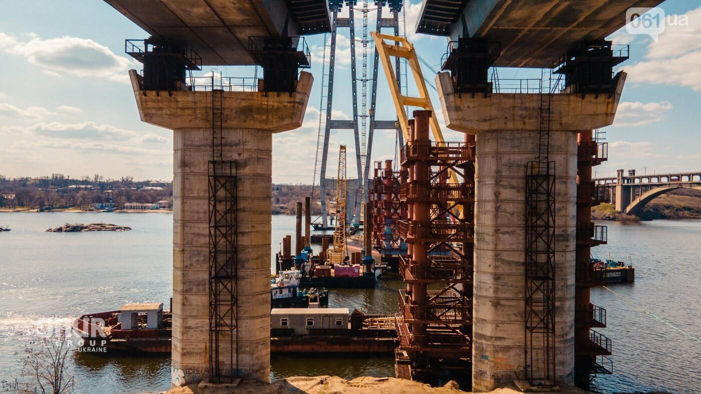 """Плавкран """"Захарий"""" завершает монтаж временных опор вантового моста, - ВИДЕО, фото-6"""