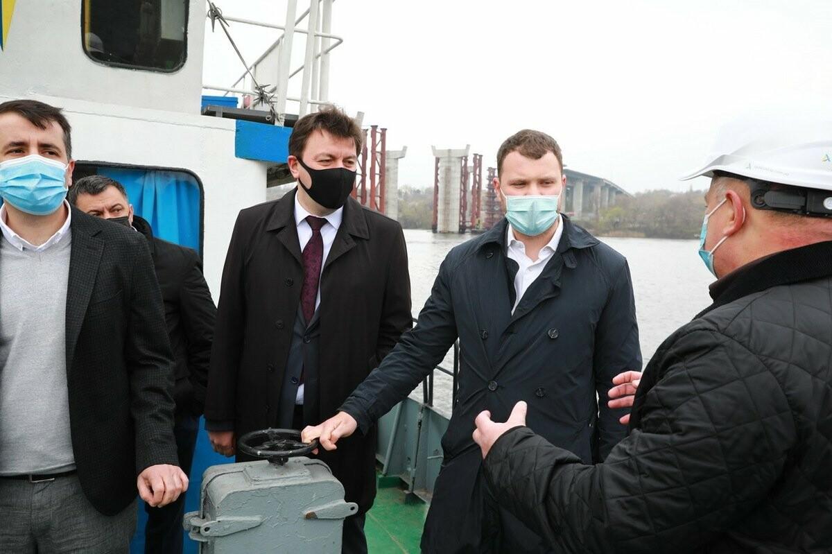 Министр инфраструктуры по дороге в Мариуполь заехал в Запорожье - посмотрел, как строят мосты, - ФОТО , фото-3
