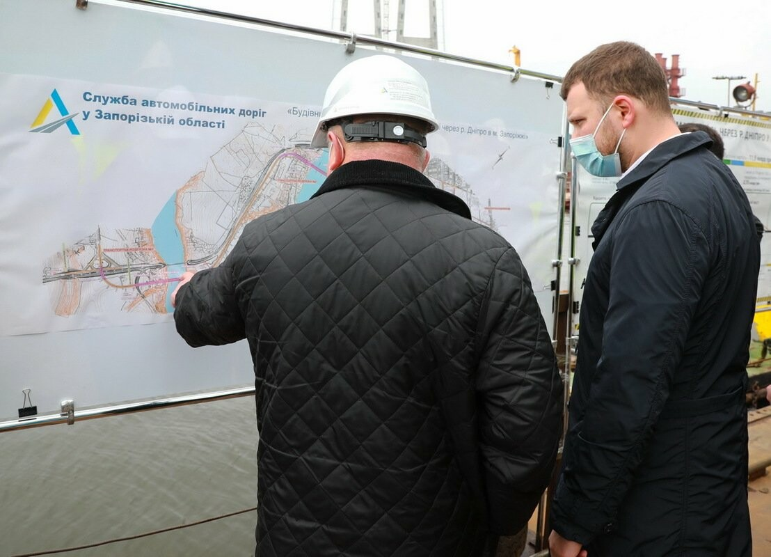 Министр инфраструктуры по дороге в Мариуполь заехал в Запорожье - посмотрел, как строят мосты, - ФОТО , фото-7