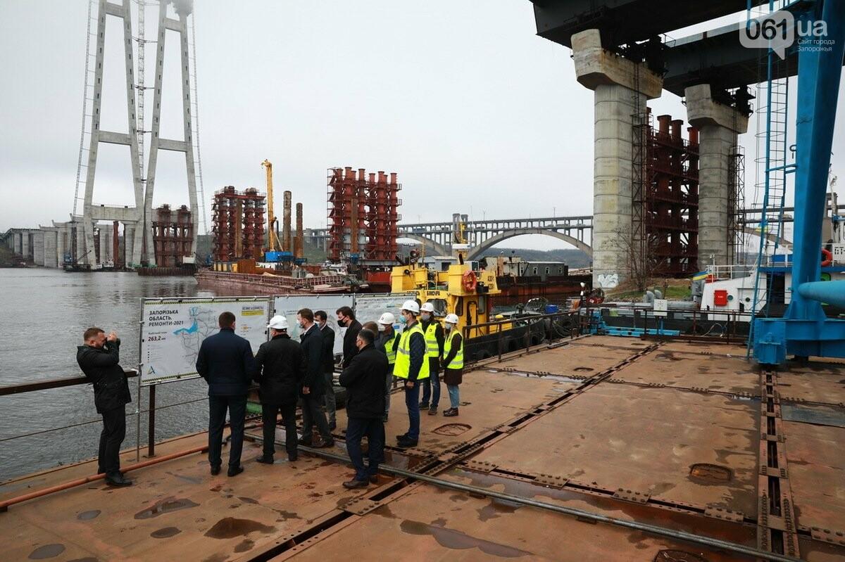 Министр инфраструктуры по дороге в Мариуполь заехал в Запорожье - посмотрел, как строят мосты, - ФОТО , фото-4