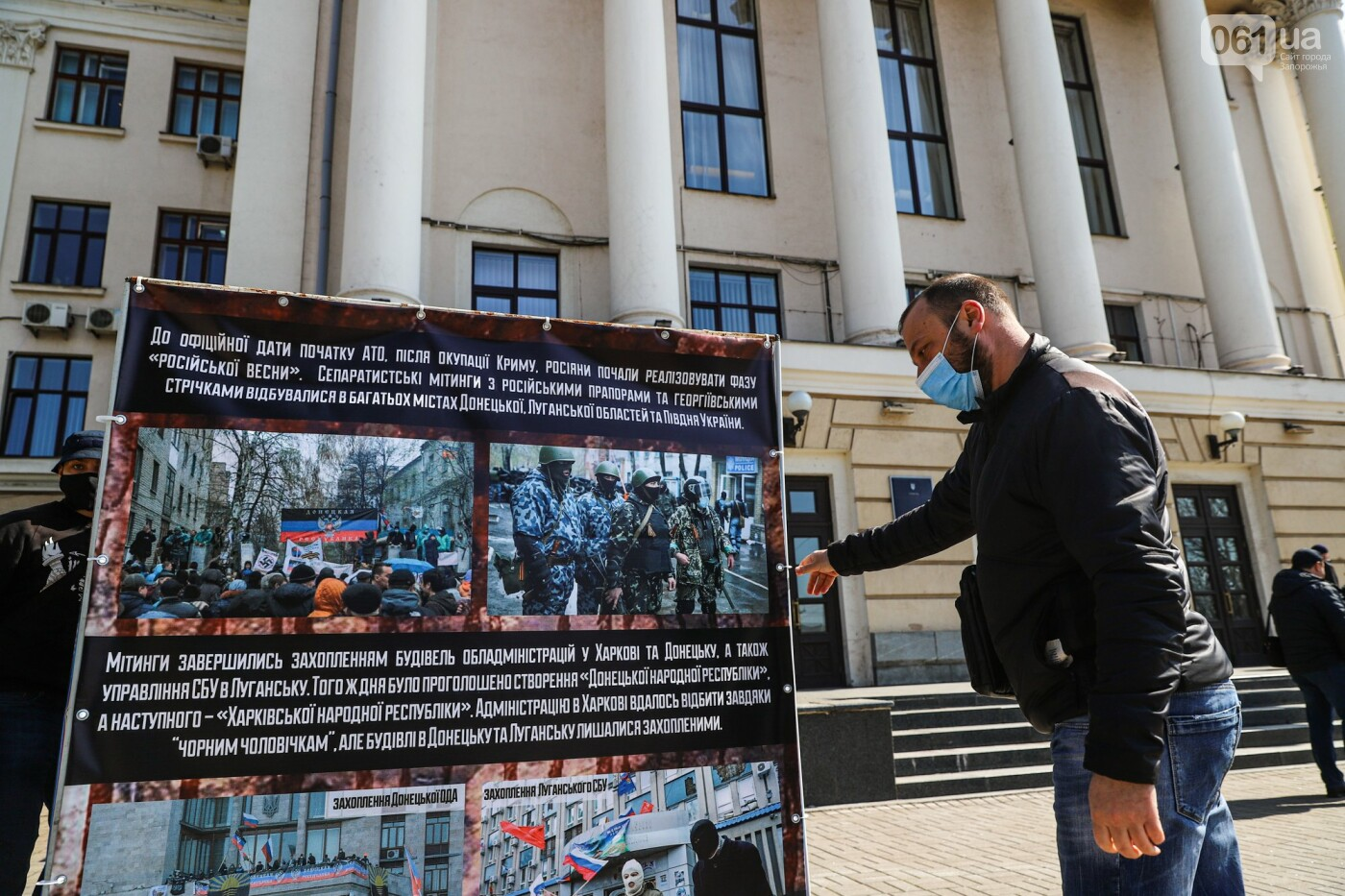 В Запорожье возле мэрии установили стенды с портретами Медведчука и Шария, - ФОТО, фото-2
