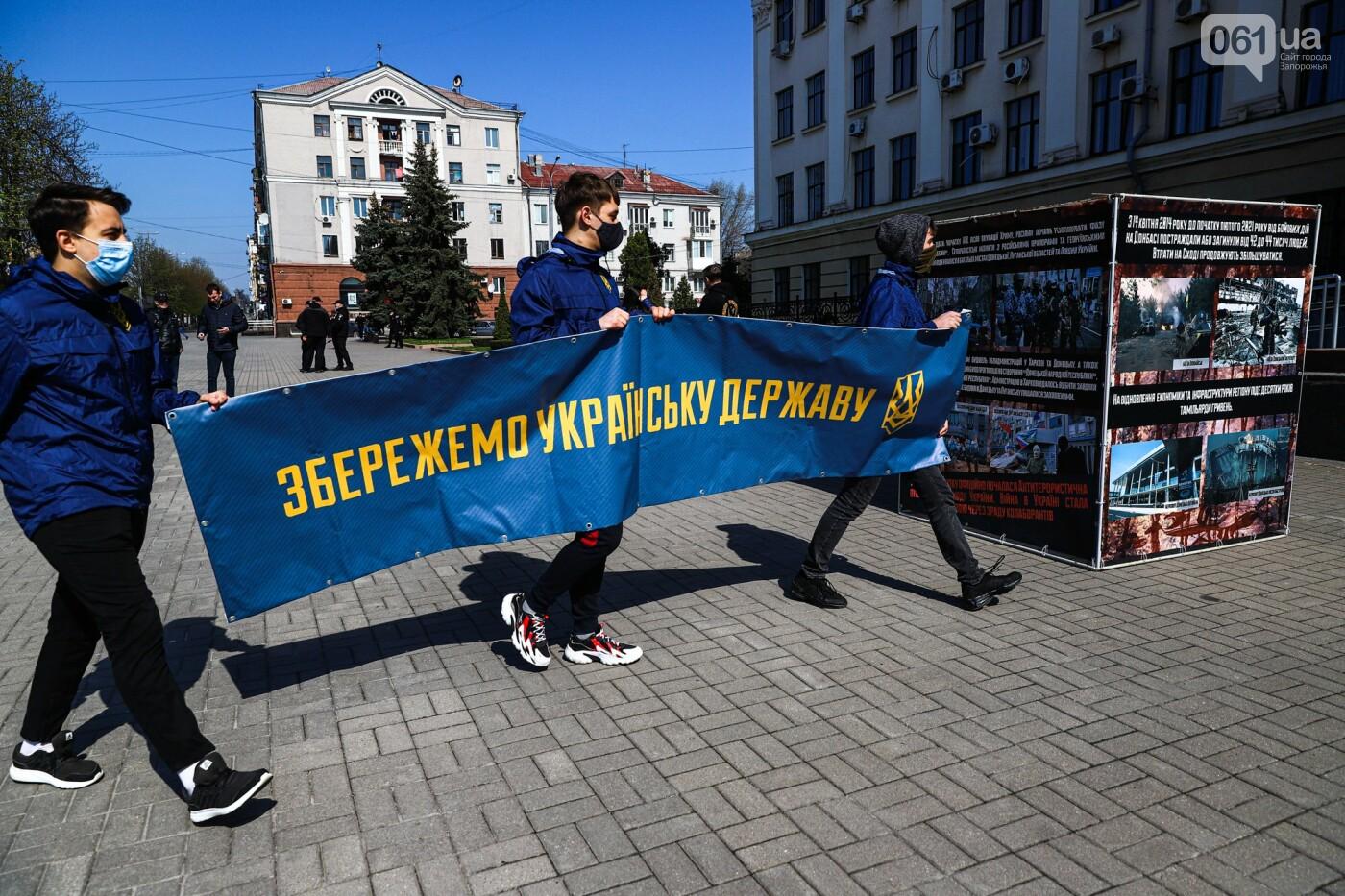В Запорожье возле мэрии установили стенды с портретами Медведчука и Шария, - ФОТО, фото-5
