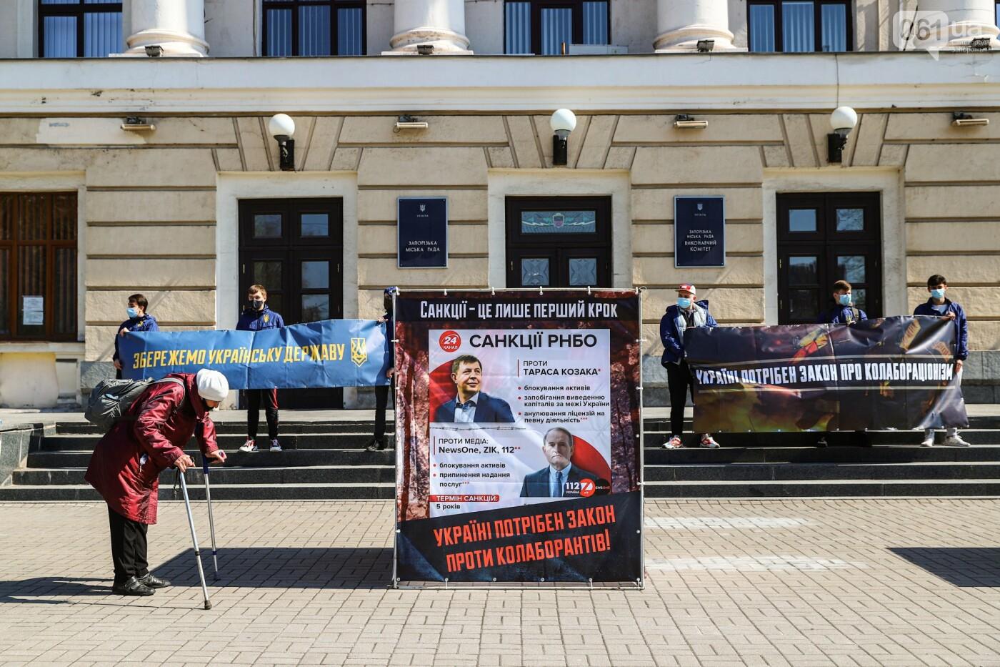 В Запорожье возле мэрии установили стенды с портретами Медведчука и Шария, - ФОТО, фото-16