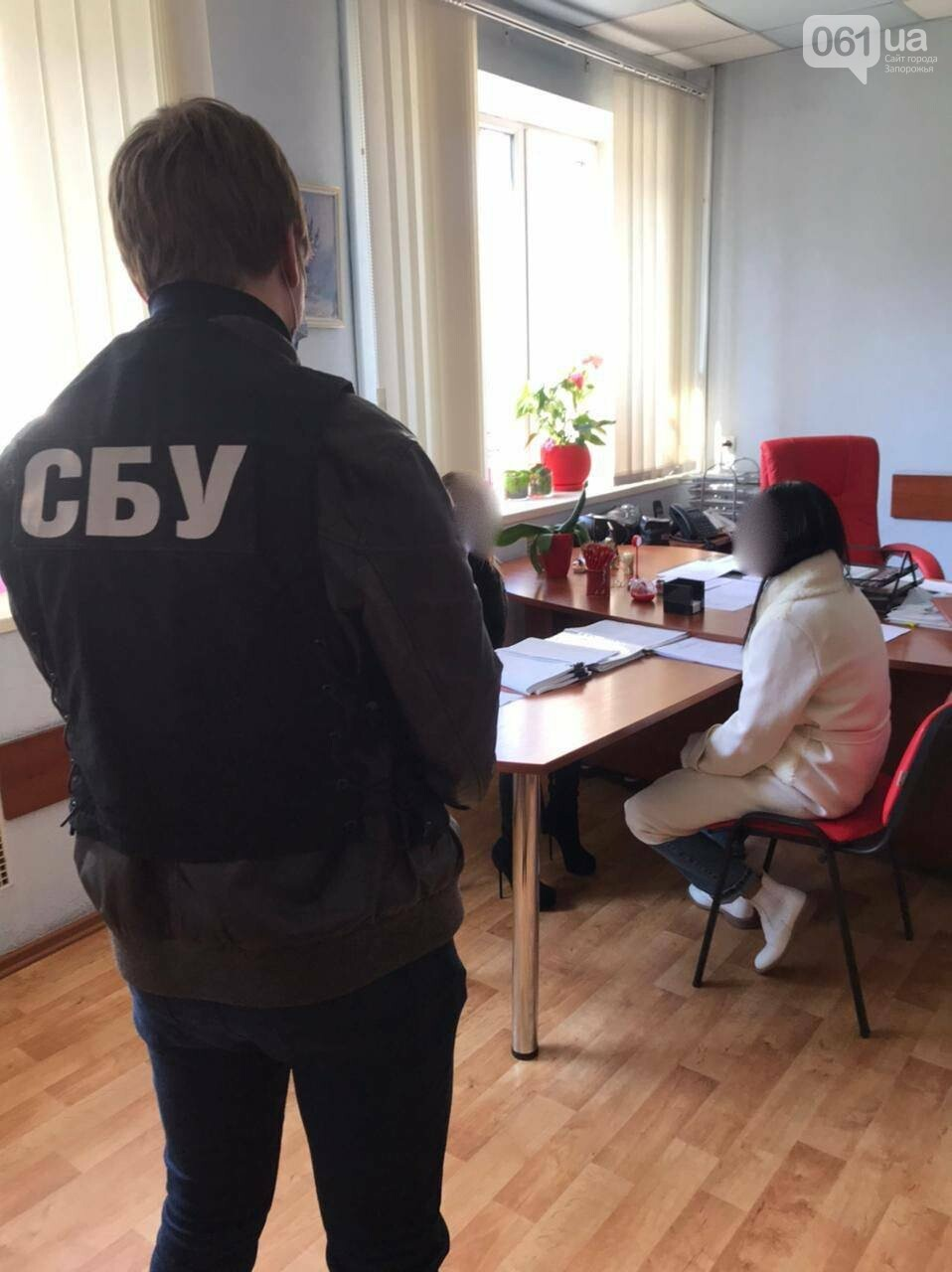 В Запорожье чиновницу из земресурсов горсовета поймали на махинациях с коммунальной землей, фото-1