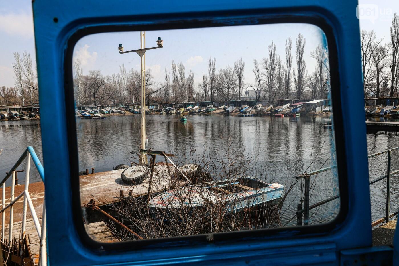 Монтаж первого пролета вантового моста, транспортный локдаун и репортаж из заброшенной шахты: апрель в фотографиях, фото-20