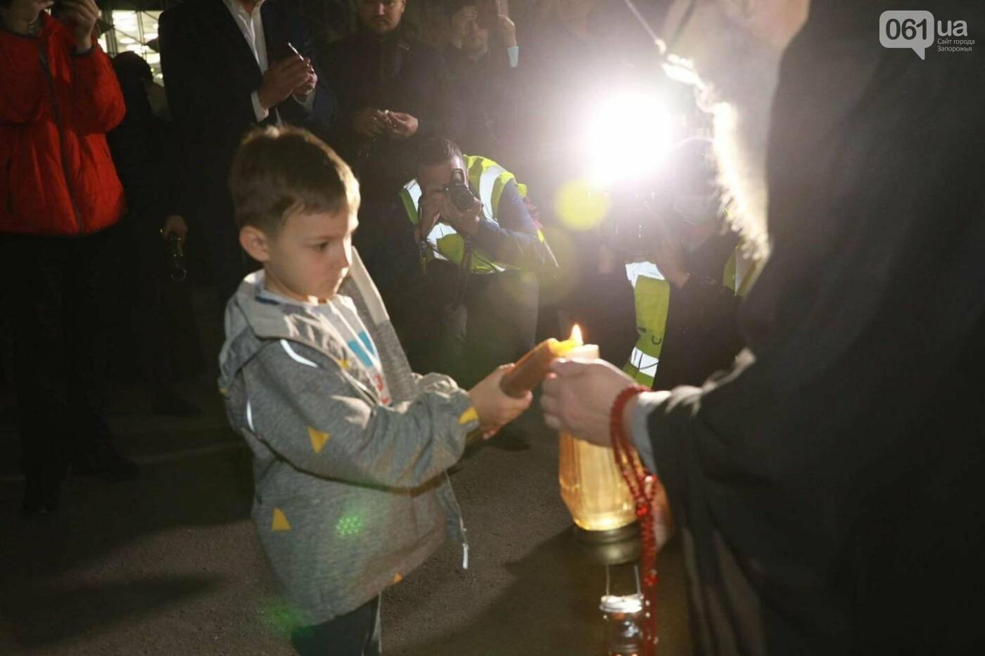В Запорожье доставили Благодатный огонь из Иерусалима , фото-1