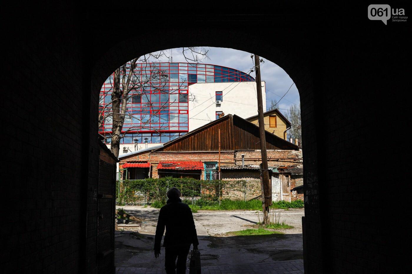 Монтаж первого пролета вантового моста, транспортный локдаун и репортаж из заброшенной шахты: апрель в фотографиях, фото-103