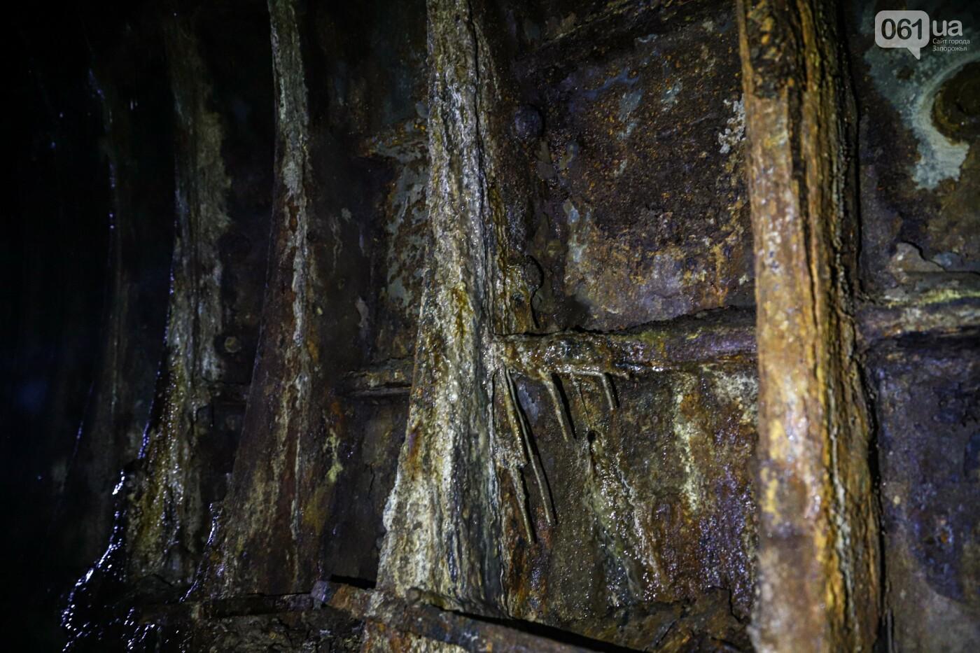 Монтаж первого пролета вантового моста, транспортный локдаун и репортаж из заброшенной шахты: апрель в фотографиях, фото-86