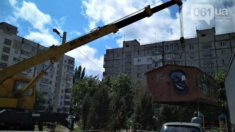 o1f67ar8601vt617461pmf148h1mqvh 60a7abb501958 - В Днепровском районе демонтировали самовольно установленные МАФ, торговые прицепы и гараж