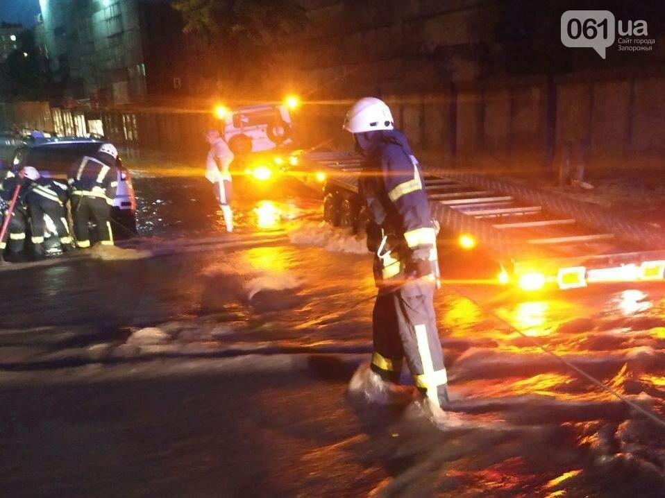 photo2021 06 1408 18 48 60c6fbb30d45e - В центре Запорожья из-за сильного ливня в воде застряли автомобили и подтопило многоэтажку