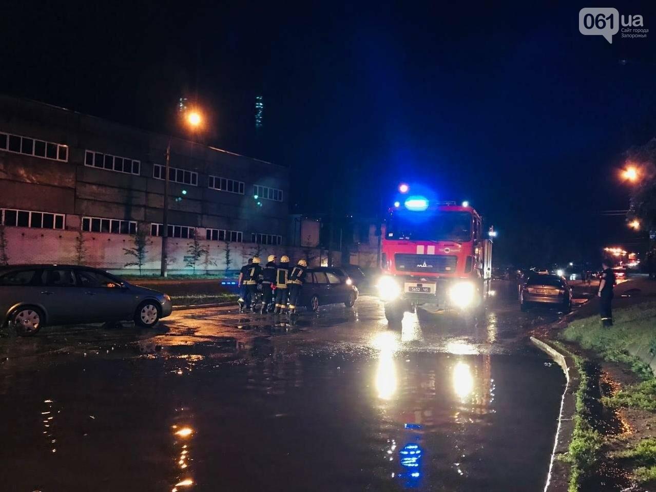 photo2021 06 1408 20 03 60c6fbb4c9362 - В центре Запорожья из-за сильного ливня в воде застряли автомобили и подтопило многоэтажку