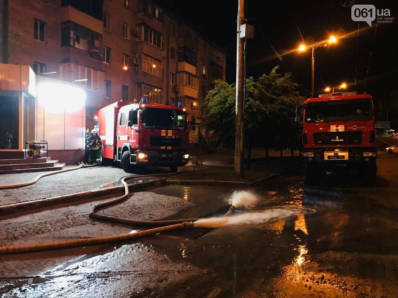 photo2021 06 1408 20 31 60c6fbb663e9b - В центре Запорожья из-за сильного ливня в воде застряли автомобили и подтопило многоэтажку