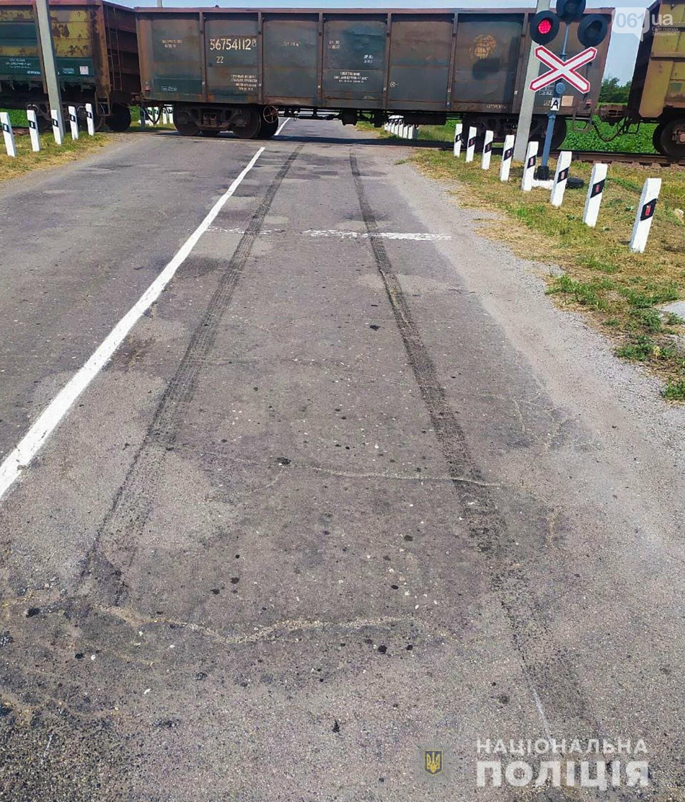 dtp2 60d60c632e0bc - В Запорожской области грузовой поезд столкнулся с легковушкой: в ДТП пострадали двое человек, - ФОТО